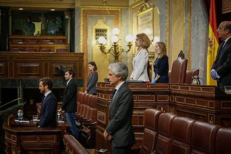 Sist lyckades partierna i kammaren åtminstone enas om en tyst minut för coronapandemins offer. Foto: PP