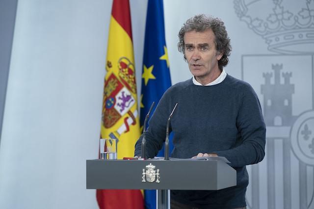 Chefen för den spanska krisgruppen Fernando Simón, vid lördagens presskonferens. Foto: PSOE