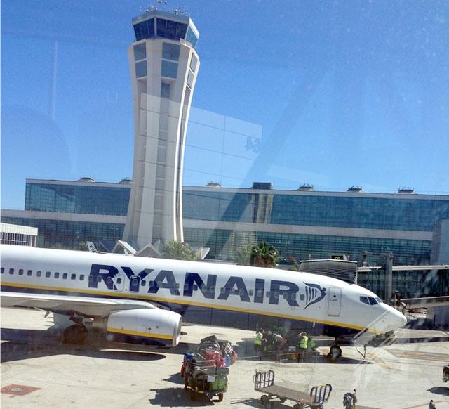 Málaga är en av blott fem spanska flygplatser, dit det tills vidare tillåts internationella ankomster.