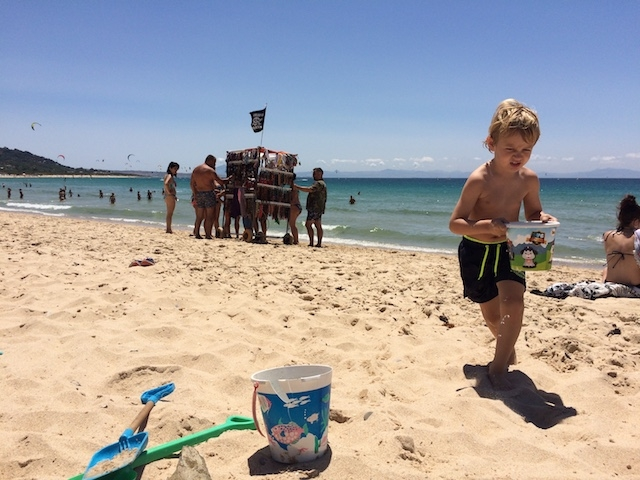 Från och med fas 2 tillåts att bada och sola på stranden. Dock finns ett antal normer och rekommendationer som man måste vara uppmärksam på.