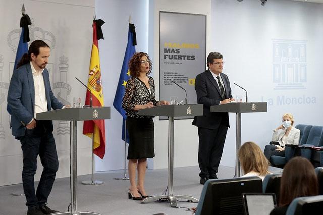 Antagandet av medborgarlönen presenterades av ministrarna Pablo Iglesias (sociala frågor), María Jesús Montero (budget) och José Luís Escrivá (försäkringskassan).