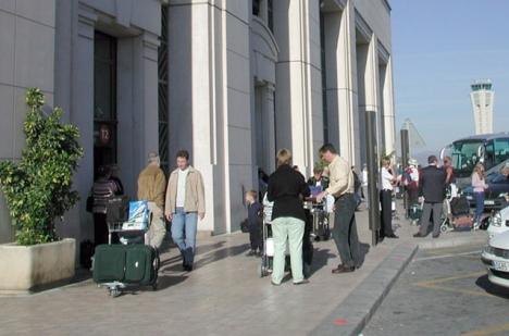 Precis innanför dörrarna vid avgångshallen i terminal 2 på Málaga flygplats blev det stopp för Thomas Hedrén, som nekades flyga till Sverige då han är bofast i Spanien. ARKIVBILD