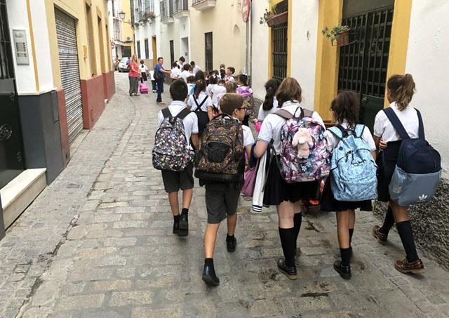 Glöm både klungor av elever och stora ryggsäckar, när höstterminen drar igång i september. Den nya normaliteten inkluderar en mängd försiktighetsåtgärder i skolorna och inte minst säkerhetsavstånd.