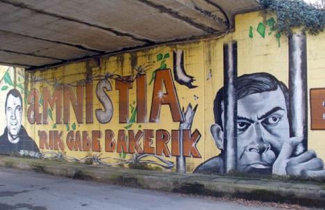 Foto: Väggmålning som efterlyser amnesti för de fängslade ETA-medlemmarna. Foto: Zarateman/Wikimedia Commons