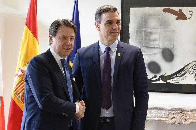 Pedro Sánchez (till höger) har tillsammans med Italiens premiärminister Giuseppe Conte, bett om en europeisk samordning när gränserna öppnas igen både inom EU och framför allt mot icke EU-länder. ARKIVBILD