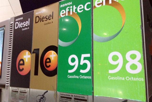 Bränslepriserna började falla kraftigt redan före coronakrisens utbrott.