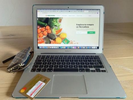 Under coronakrisen har en miljon hushåll handlat på nätet, en ökning med nära 87 procent.