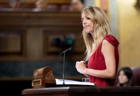 PP:s taleskvinna i parlamentet Cayetana Álvarez de Toledo svarade i en interpellation på Pablo Iglesias anspelningar på hennes adelstitel, med att kalla vice regeringschefen för