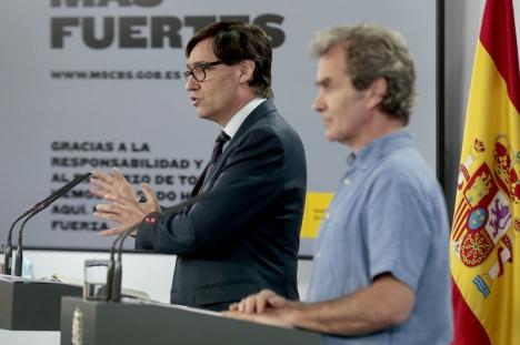 Hälsovårdsminister Salvador Illa och smittskyddsläkaren Fernando Simón på en presskonferens 19 juni.