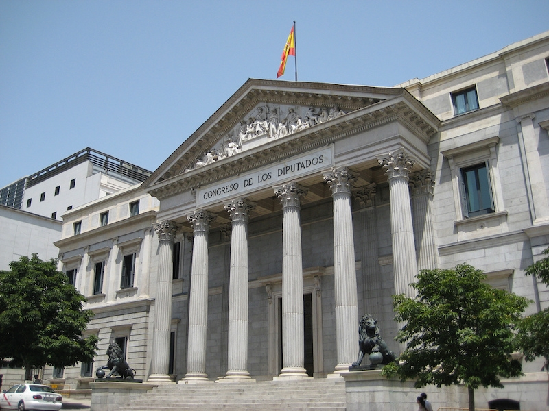 Dekretet som reglerar den nya normaliteten röstades torsdag 25 juni igenom i riksparlamentet med 265 röster för och 77 emot.