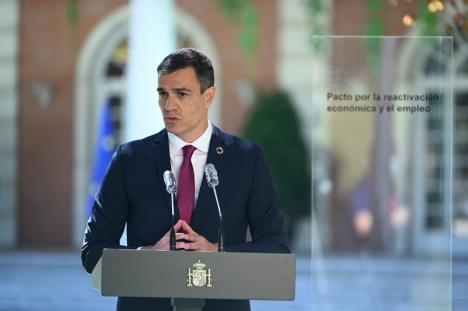 Pedro Sánchez i samband med ett möte med arbetsgivarnas parter 3 juli.