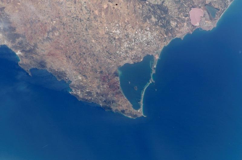 Mar Menor, som är en saltvattenslagun i Murcia, är allvarligt hotad av övergödning från de närliggande jordbruken.