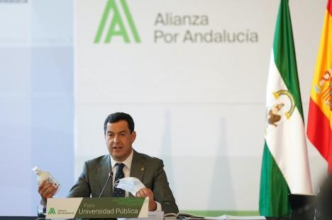 Regionalpresidenten Juan Manuel Moreno Bonilla har meddelat att munskydd ska användas även på stranden och vid poolen hädanefter. Foto: La Junta de Andalucia
