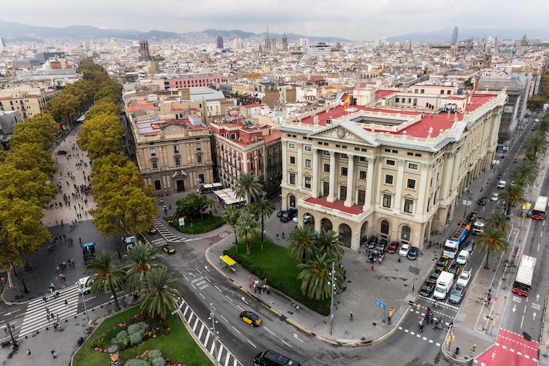 Antal smittfall per 100 000 invånare ökar i Spanien. Rikssnittet är 27 medan det i Katalonien ligger på 84,5 med utvecklingen i Barcelona som en av de mest oroväckande.