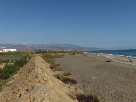 Stranden i Almayate, öster om Málaga stad.