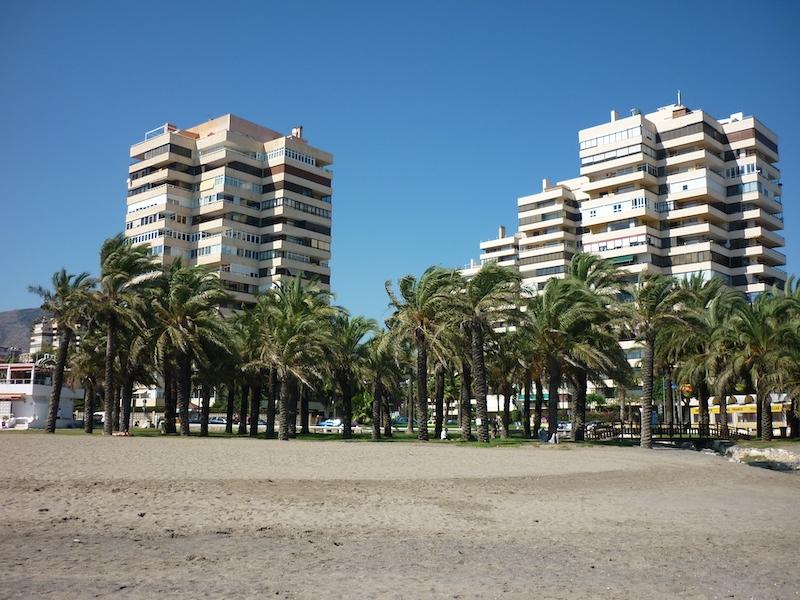 Bostadsmarknaden på de spanska kusterna har gått från en stabil situation i början på året till ett osäkert läge med pessimistiska prognoser för de närmaste månaderna.
