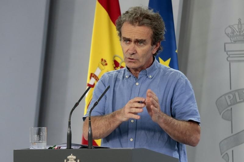 Smittskyddsläkaren Fernando Simón uppmärksammar att många av de som för tillfället vårdas på intensiven i Spanien för Covid-19 är ungdomar.