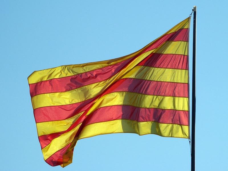 Drygt 40 procent av katalanerna känner sig lika mycket spanska som katalanska.