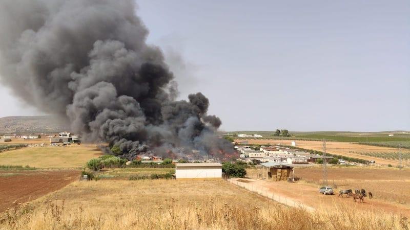 Eldsvådan startade vid 16.20-tiden på söndagen i en så kallad mobile home. Foto: Infoca