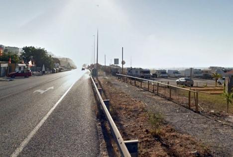 Parkerade bilar vid stranden El Peñoncillo. Foto: Google Maps