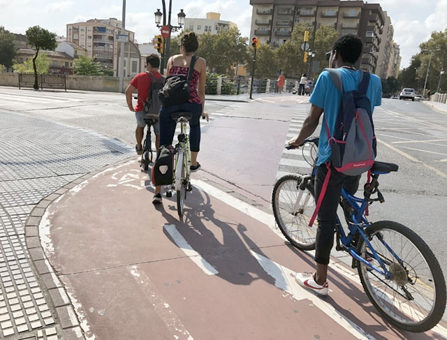 Cyklingen uppges öka i städerna och cykeln har rekommenderats som ett säkert transportmedel i pandemitider.