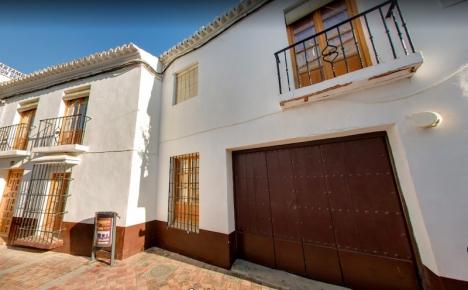 Casa Lorca ligger mitt i centrala Nerja, på Calle Carabeo. Foto: Google Maps