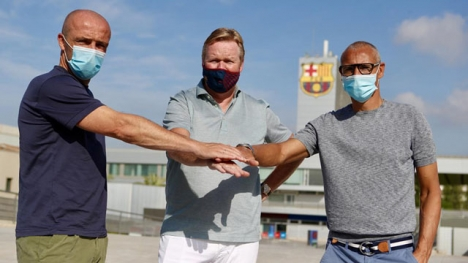 Barcelonas nya tekniska ledning består av Ronald Koeman (mitten), Henrik Larsson (till höger) och Alfred Schreuder (till vänster). Foto: F.C. Barcelona