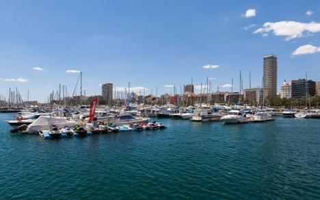 Migranterna fördes in till Alicantes hamn, där de togs om hand av spanska Röda korset. Foto:  Diego Delso/Wikimedia Commons ARKIVBILD