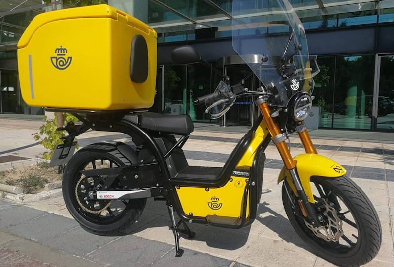 Elmopederna är utrustade med GPS och bagagelåda, med kapacitet på 180 liter. Foto: Correos