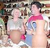 Birgitta Meyer vill integrera sig i det spanska livet, en av hennes nya vänner är keramikern Juan Manuel Pérez García.