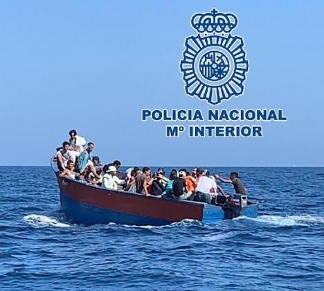 Medan antalet båtflyktingar som kommer till Andalusien minskar, ökar de på Kanarieöarna, Balearerna och även i Alicante.