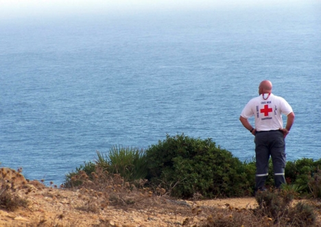 Spanska röda korset förser de anländande migranterna med första hjälpen, men flyktingmottagningarna på Kanarieöarna är sedan länge överfulla. Foto: Cruz Roja ARKIVBILD
