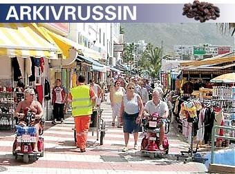 Till Los Cristianos på Tenerife kommer svenskarna framför allt av hälsoskäl. Värmen gör gott för onda leder, kommunen har satsat mycket på handikappanpassning och rullstolar är ett vanligt inslag på strandpromenaden.