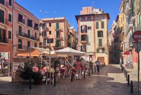 Flera kvarter i Palma stad registrerar tre gånger högre smittfrekvens än genomsnittet på Mallorca. ARKIVBILD