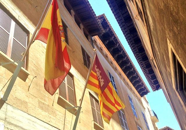 Regionalstyret på Balearerna skärper restriktionerna, efter att de tidigare åtgärderna ej haft avsedd effekt.