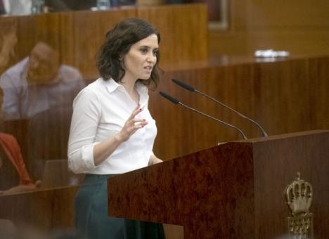 Isabel Díaz Ayuso annonserar inskränkt rörlighet i flera delar av Madrid, men förnekar att det skulle röra sig om en lock down. Foto: PP Comunidad de Madrid/Wikimedia Commons