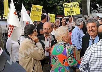 De flesta av oppositionspolitikerna gick i demonstrationen. Längs till höger syns vänsterkoalitionen Izquierda Unidas provinschef Antonio Romero.