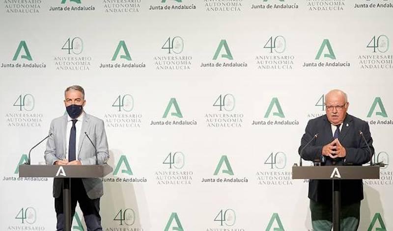 Elias Bendodo och Jesús Aguirre aviserade 29 september om hårdare restriktioner i regionen. Foto: La Junta de Andalucía
