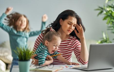 Spanska kvinnor tvingas i hög grad avsäga sig privilegier på jobbet när de skaffar barn. Foto: Yuganov Konstantin/Shutterstock