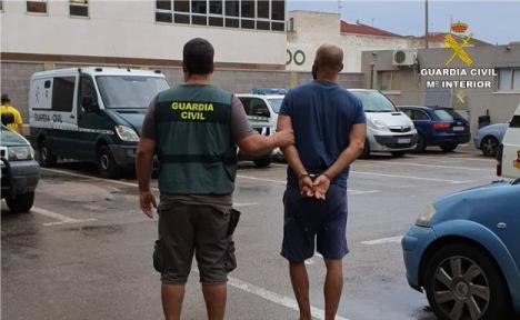 Den gripne 39-åringen tillskrivs åtta olika brott. Foto: Guardia Civil