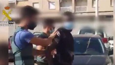 Mannen greps efter ett omfattande polispådrag. Foto: Guardia Civil.