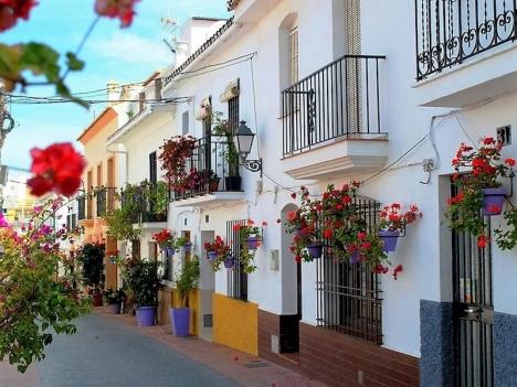 Nytt protokoll för vräkning av husockupanter antogs i september. Trots det hamnade Eva Swartström i en besvärlig situation när hon fick en objuden gäst i sin bostad i gamla stan i Estepona.