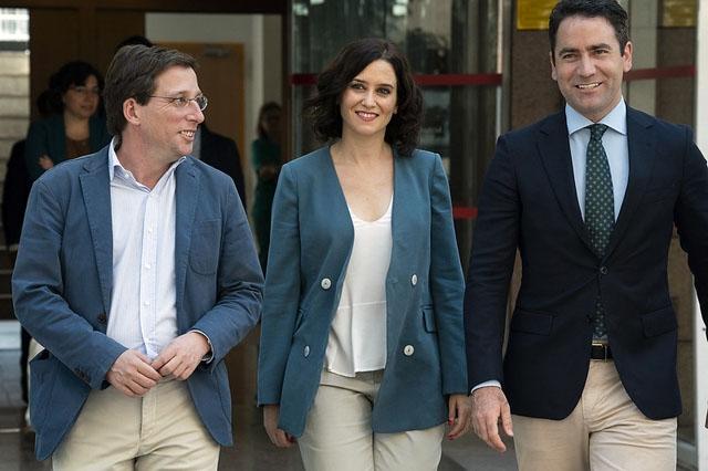 Konflikten mellan Madridstyret och centralregeringen lyckas ideligen överträffa sig själv. Senast har regionalstyret manövrerat för att dra in alla restriktioner, samtidigt som de uppmanar allmänheten att stanna hemma. Foto: PP