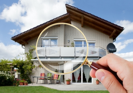 Det viktiga när du köper en bostad är inte det rent estetiska som ofta är lätt och billigt att åtgärda, rikta in dig på några viktiga punkter när du går igenom fastigheten innan köpet.