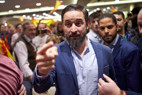 Vox partiledare Santiago Abascal, med partiets huvudkandidat i Katalonien Ignacio Garriga (till höger).