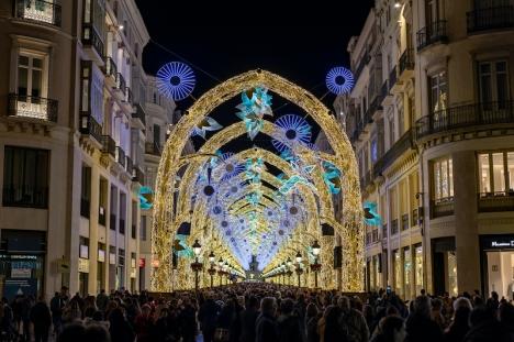 Julbelysningen i Málaga får klara sig utan både invigning samt ljus- och ljudshow i år. Detta då evenemanget lockar enorma mängder besökare till stadens centrum.