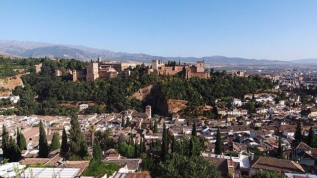 Invånarna i Granada med omnejd både isoleras och beläggs med utegångsförbud nattetid.