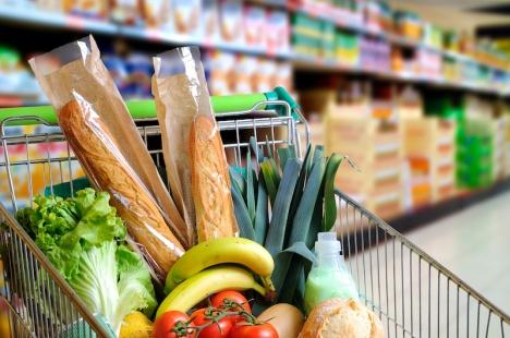 Livsmedelspriserna har stigit det senaste året och vissa butiker passade till och med på att höja priserna under vårens lockdown.