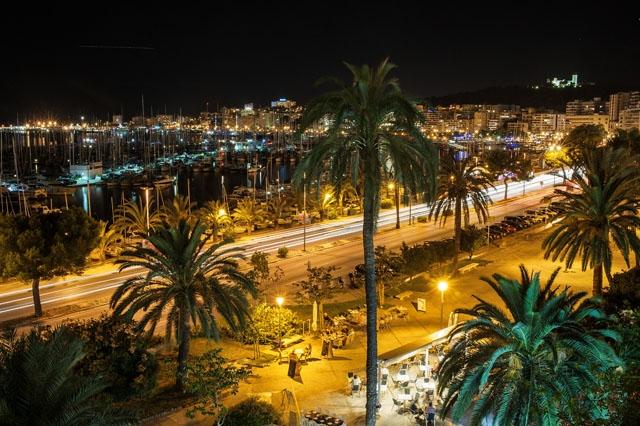 Efter endast ett dygn senareläggs starten för utegångsförbudet på Balearerna en timme, till midnatt.