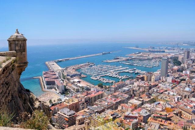 Alicante och övriga Valenciaregionen isoleras åtminstone i en vecka.